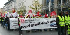 Vertrauensleute von Ford mit IG Metall Transparent: »Ford stellt sich quer«